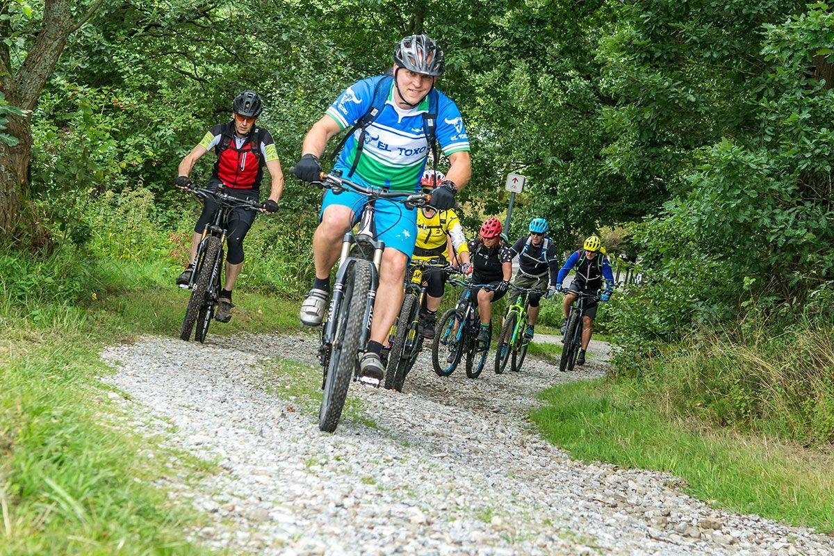 gefuehrte-mountainbike-touren-bikeschule-sauerland-1