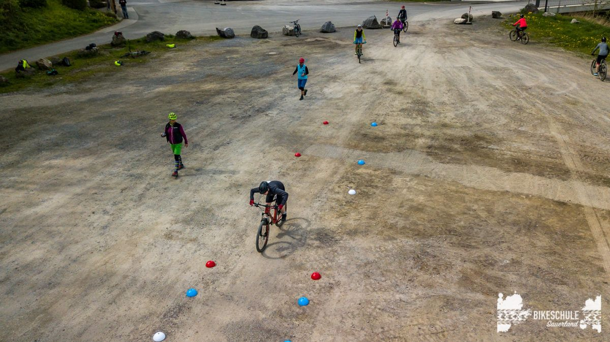 bikecamp-ladies-only-042018-drone-12