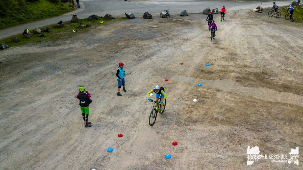 bikecamp-ladies-only-042018-drone-13
