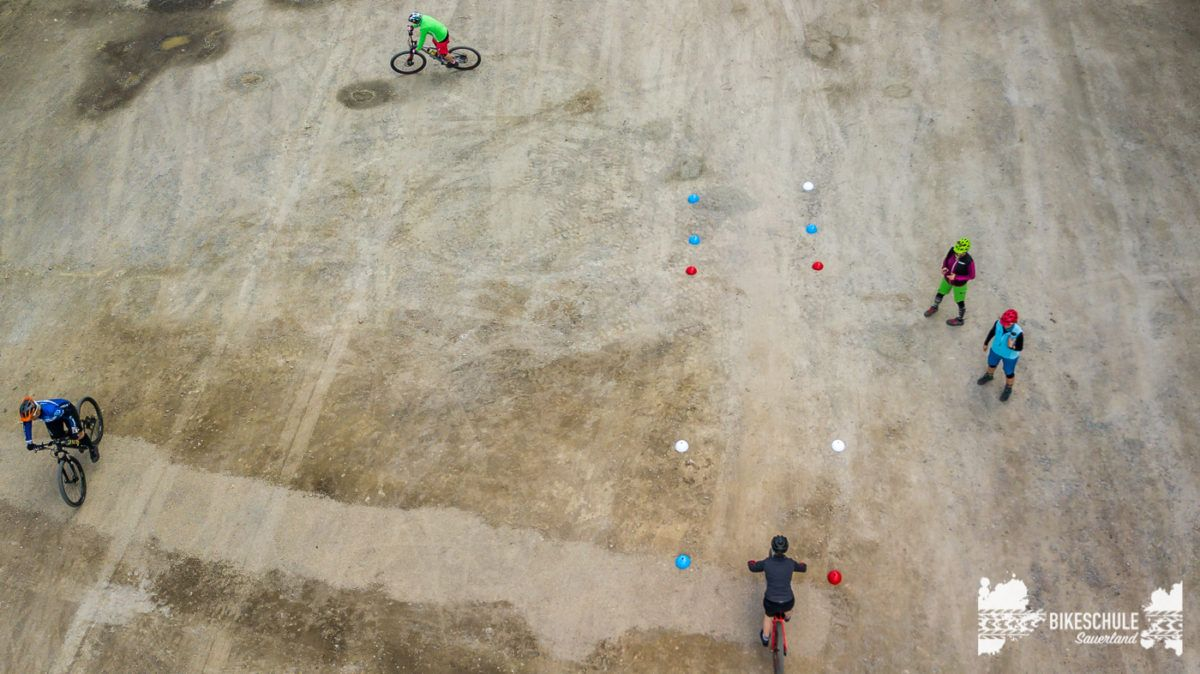 bikecamp-ladies-only-042018-drone-16