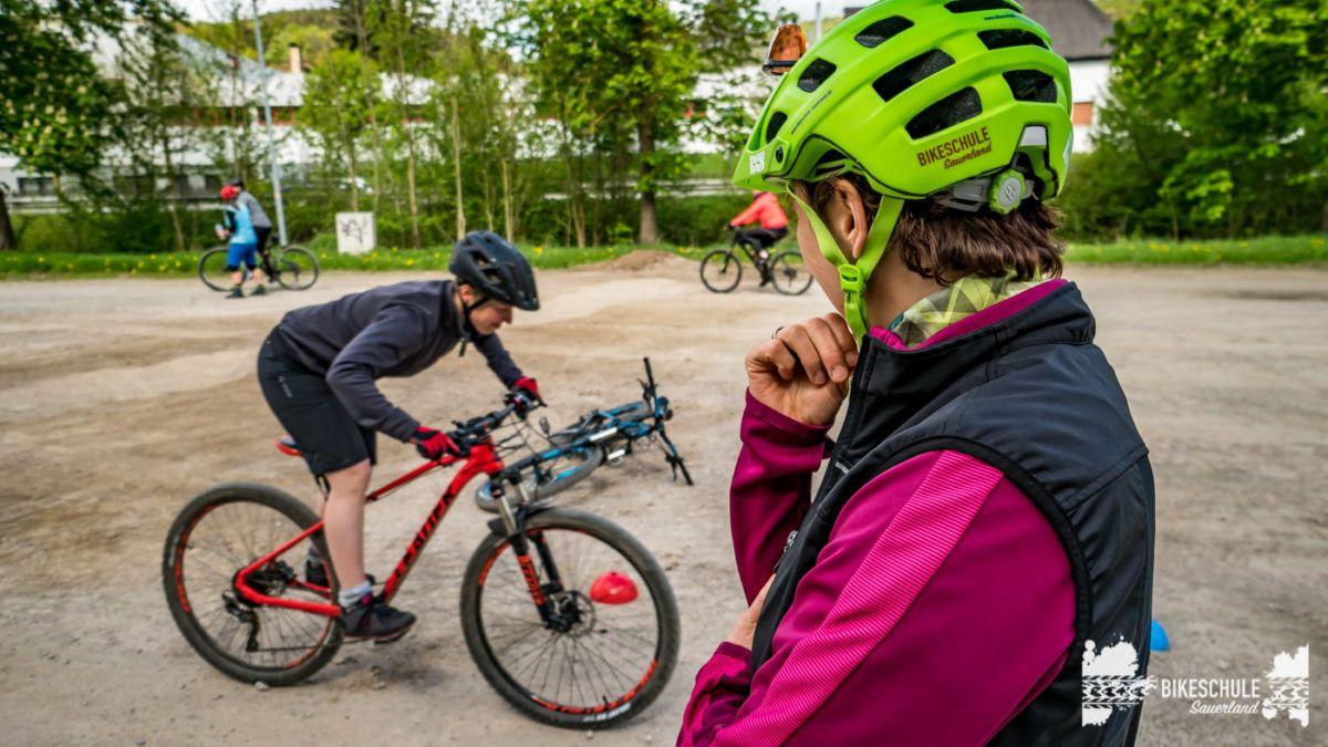 bikecamp-ladies-only-bikeschule-sauerland-fahrtechnik-042018-100