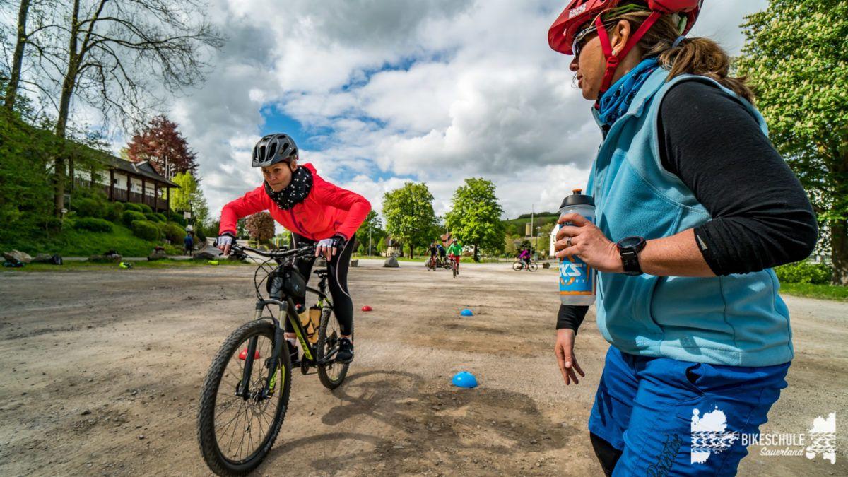 bikecamp-ladies-only-bikeschule-sauerland-fahrtechnik-042018-118