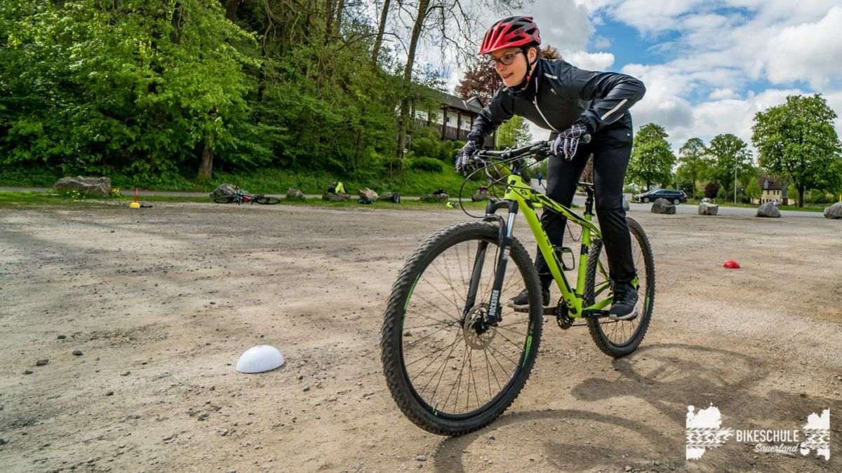 bikecamp-ladies-only-bikeschule-sauerland-fahrtechnik-042018-120