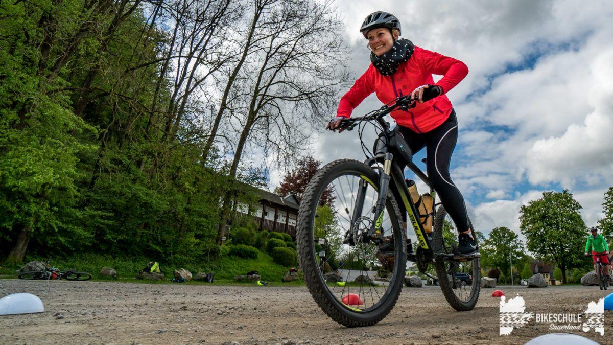 bikecamp-ladies-only-bikeschule-sauerland-fahrtechnik-042018-122