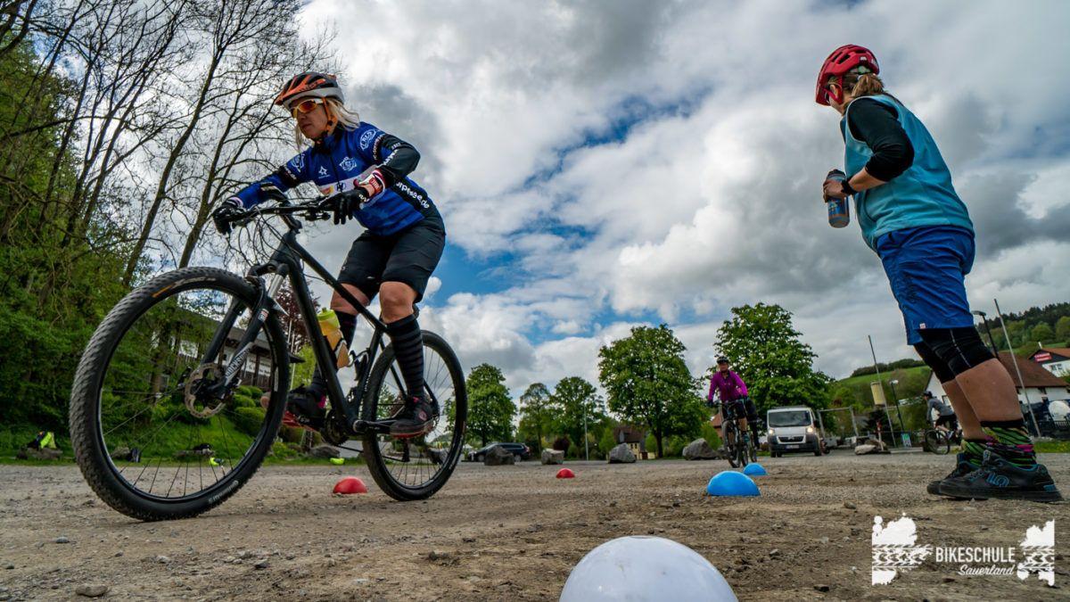 bikecamp-ladies-only-bikeschule-sauerland-fahrtechnik-042018-123