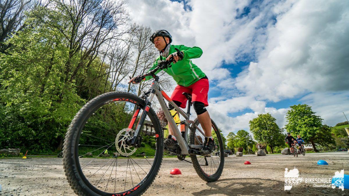 bikecamp-ladies-only-bikeschule-sauerland-fahrtechnik-042018-127