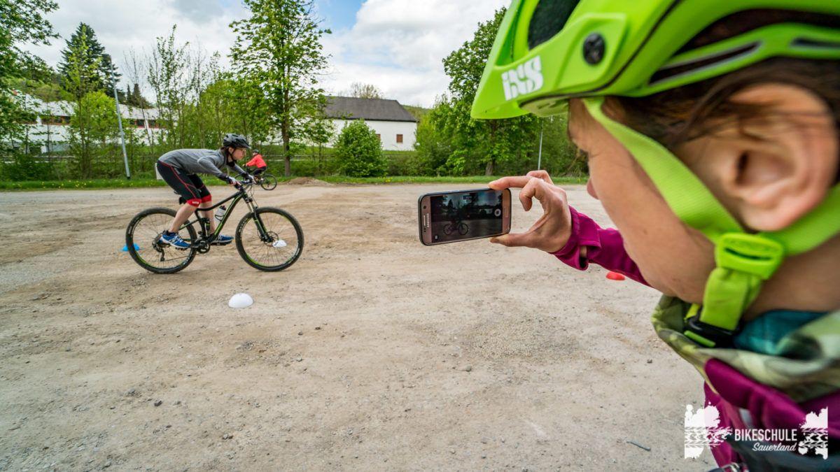 bikecamp-ladies-only-bikeschule-sauerland-fahrtechnik-042018-134