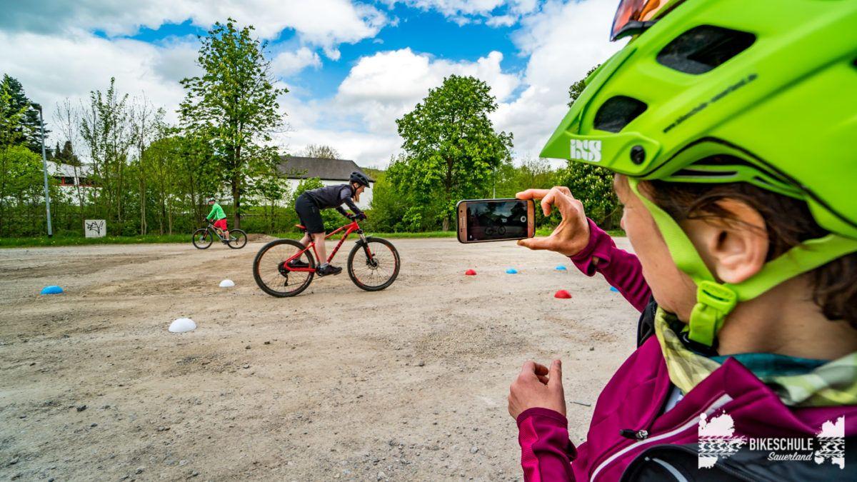 bikecamp-ladies-only-bikeschule-sauerland-fahrtechnik-042018-137