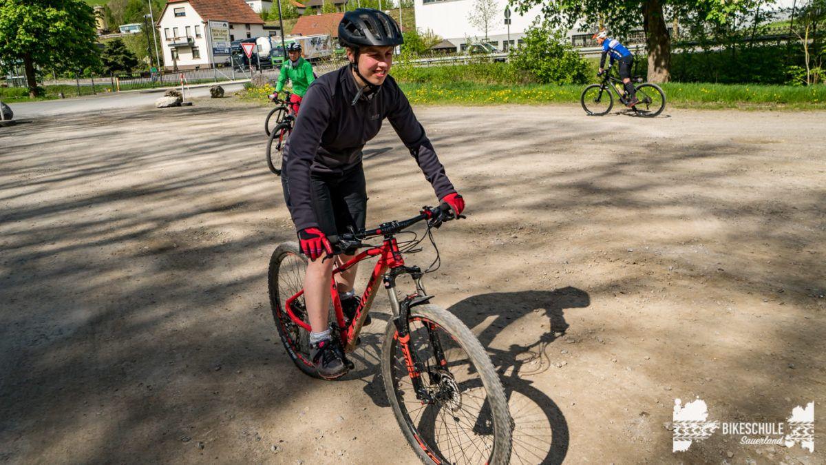 bikecamp-ladies-only-bikeschule-sauerland-fahrtechnik-042018-39