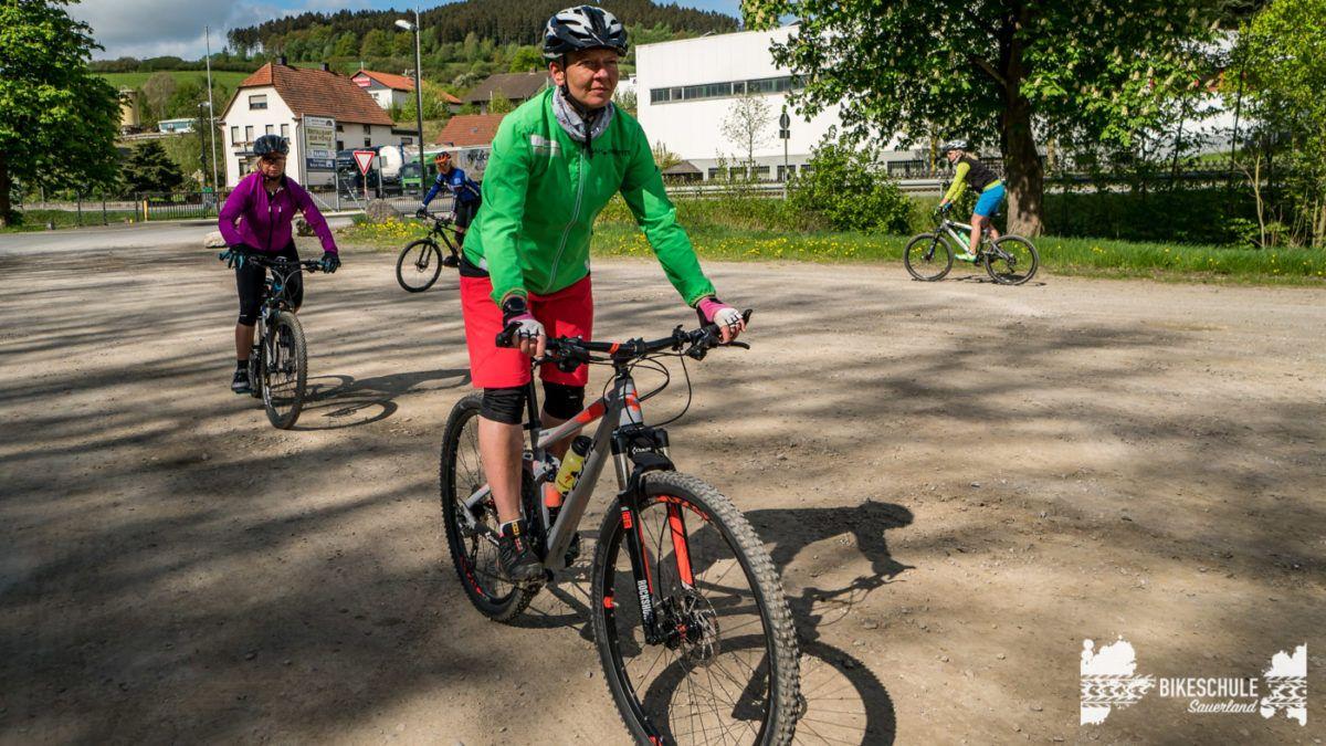 bikecamp-ladies-only-bikeschule-sauerland-fahrtechnik-042018-40