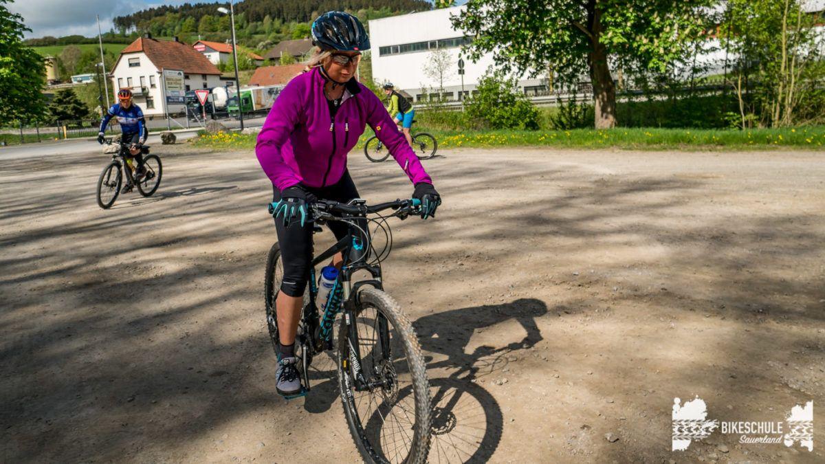 bikecamp-ladies-only-bikeschule-sauerland-fahrtechnik-042018-41