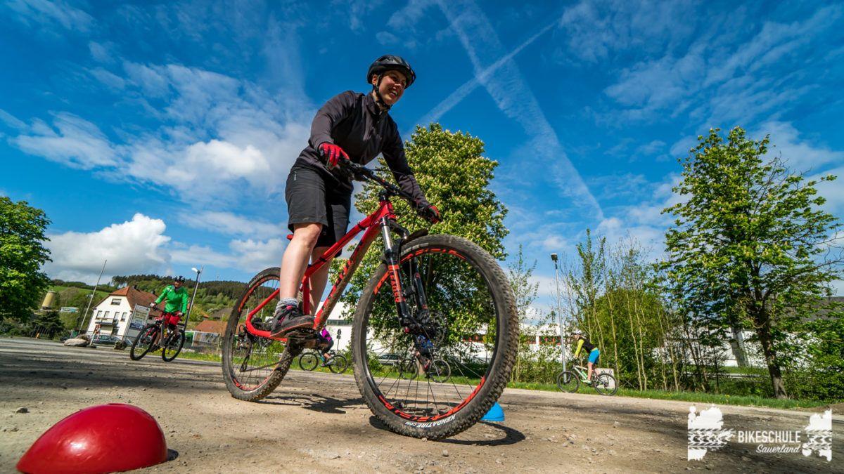bikecamp-ladies-only-bikeschule-sauerland-fahrtechnik-042018-49