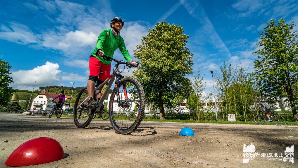 bikecamp-ladies-only-bikeschule-sauerland-fahrtechnik-042018-50