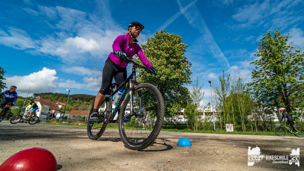 bikecamp-ladies-only-bikeschule-sauerland-fahrtechnik-042018-51