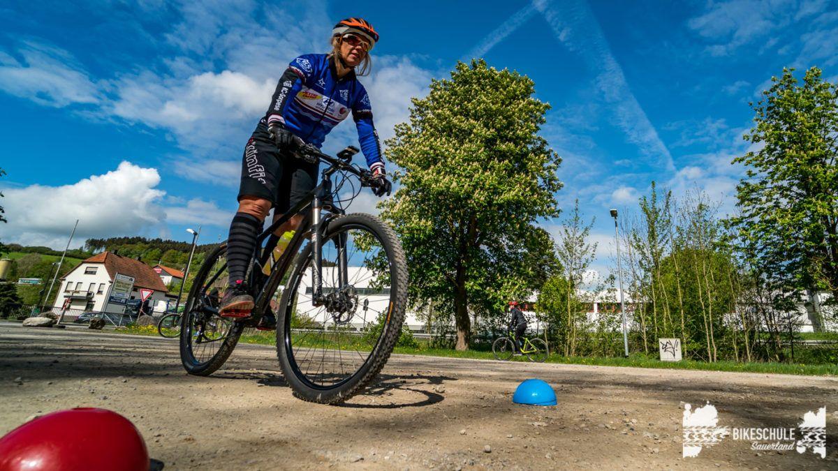 bikecamp-ladies-only-bikeschule-sauerland-fahrtechnik-042018-52