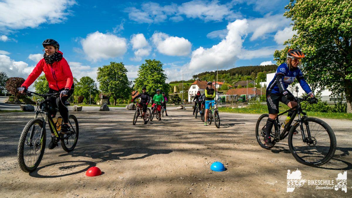 bikecamp-ladies-only-bikeschule-sauerland-fahrtechnik-042018-57