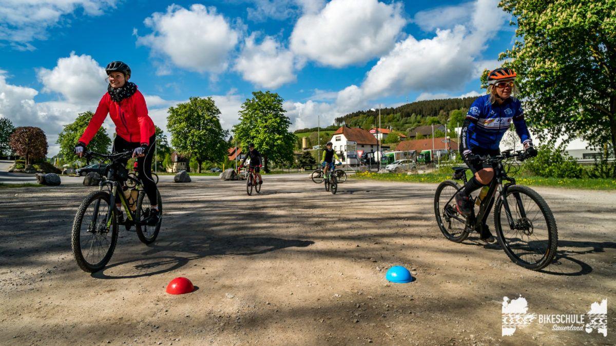 bikecamp-ladies-only-bikeschule-sauerland-fahrtechnik-042018-62