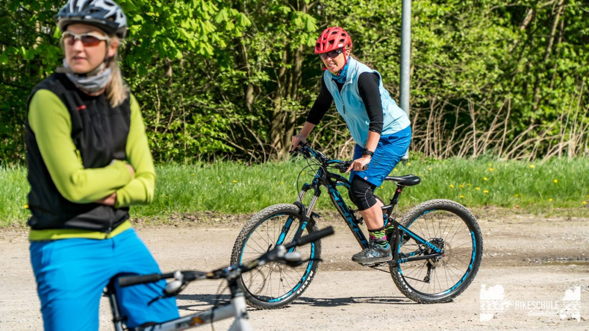 bikecamp-ladies-only-bikeschule-sauerland-fahrtechnik-042018-63