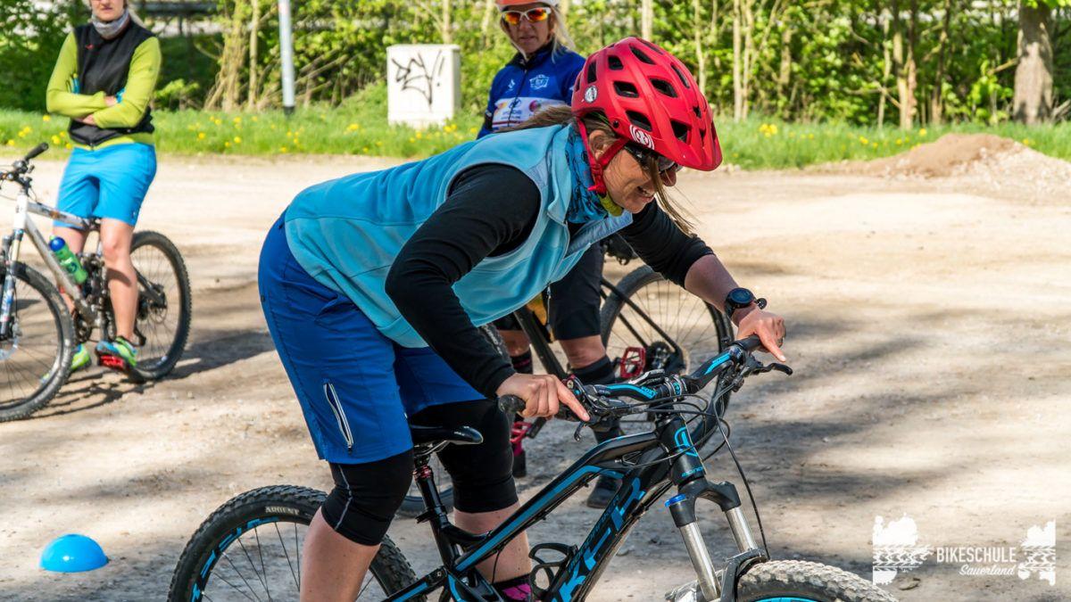 bikecamp-ladies-only-bikeschule-sauerland-fahrtechnik-042018-67