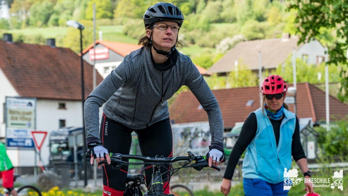 bikecamp-ladies-only-bikeschule-sauerland-fahrtechnik-042018-81
