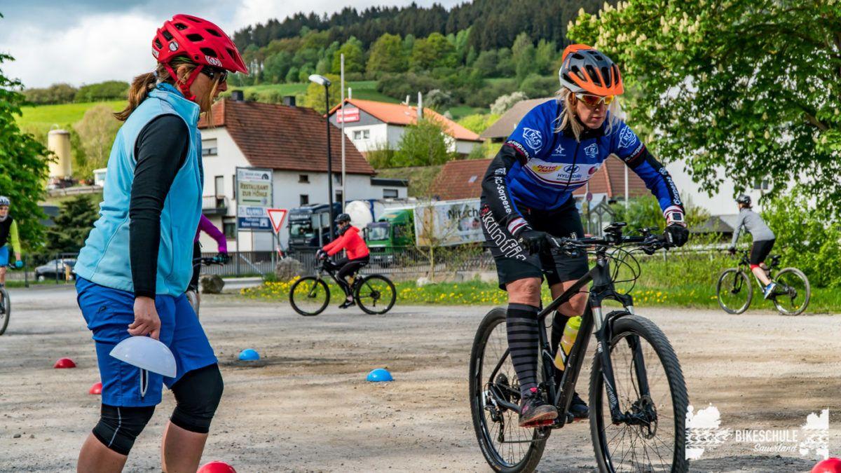 bikecamp-ladies-only-bikeschule-sauerland-fahrtechnik-042018-83