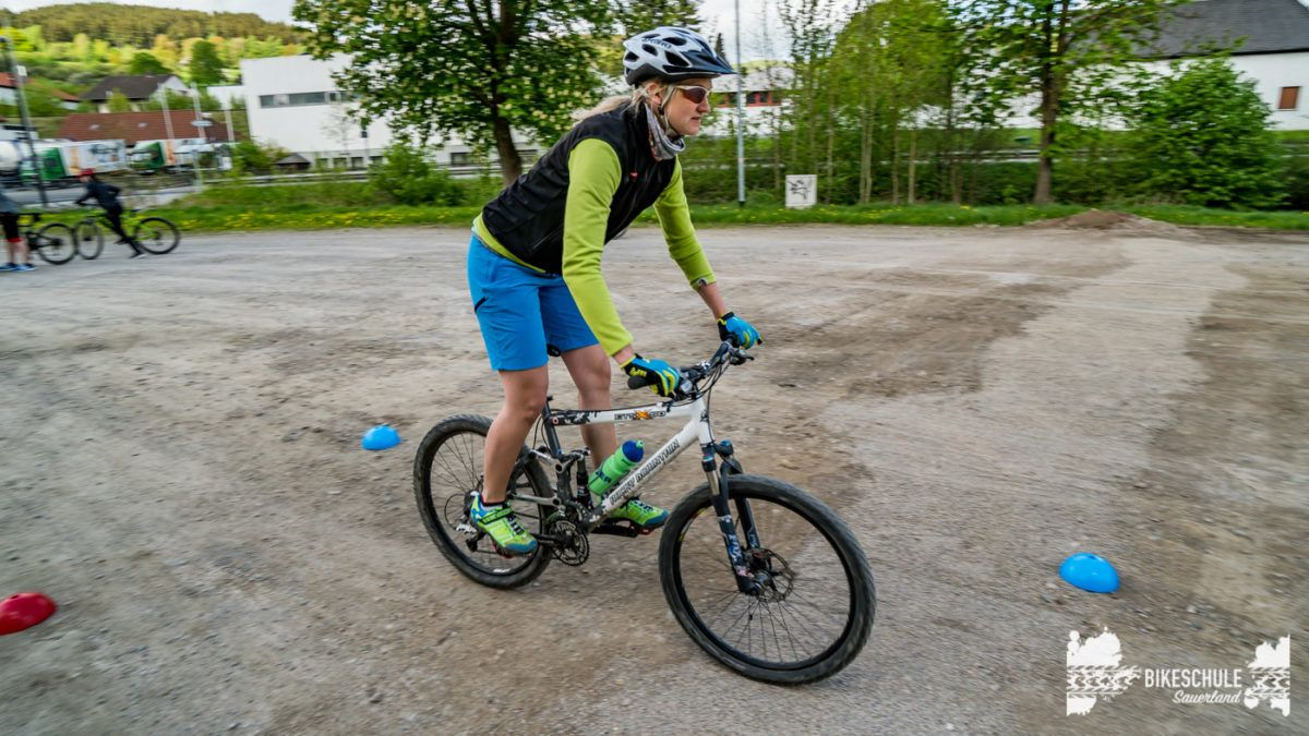 bikecamp-ladies-only-bikeschule-sauerland-fahrtechnik-042018-84