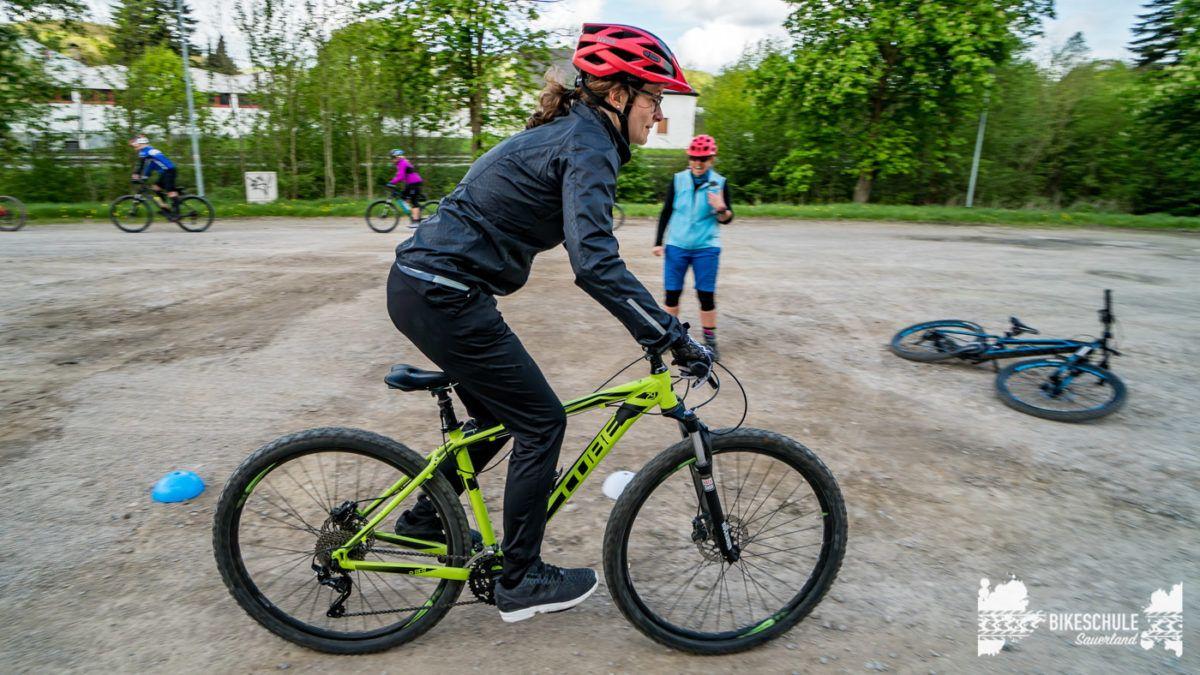 bikecamp-ladies-only-bikeschule-sauerland-fahrtechnik-042018-85