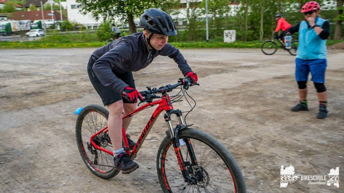 bikecamp-ladies-only-bikeschule-sauerland-fahrtechnik-042018-88