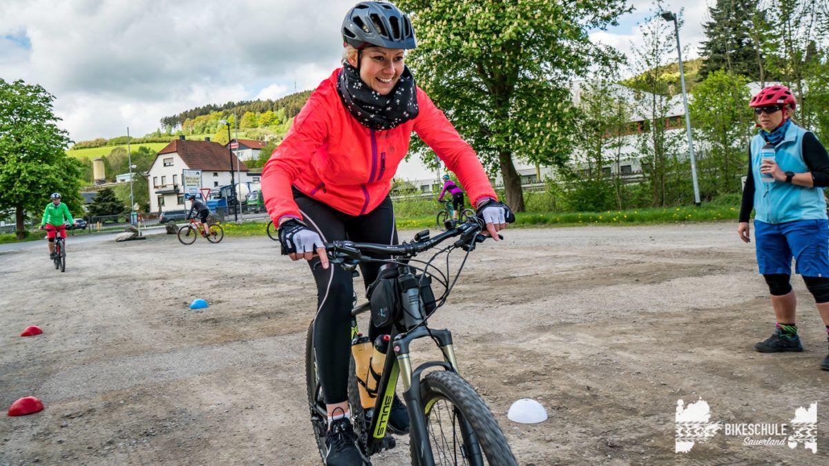 bikecamp-ladies-only-bikeschule-sauerland-fahrtechnik-042018-89