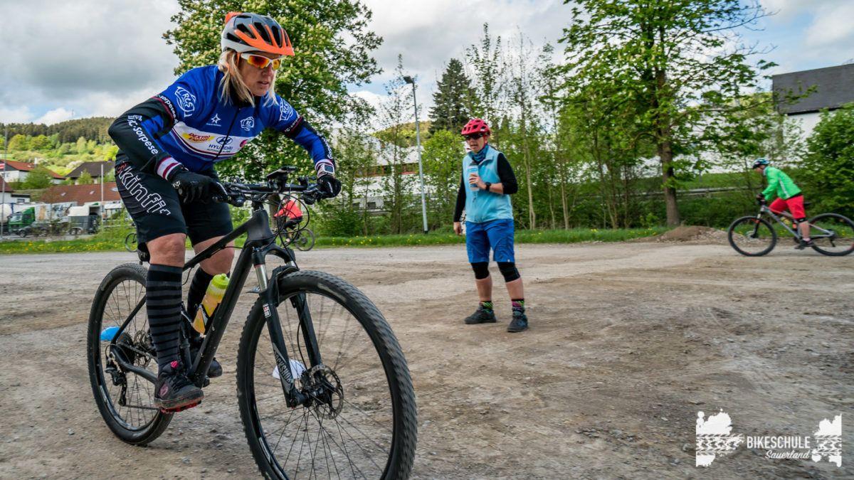bikecamp-ladies-only-bikeschule-sauerland-fahrtechnik-042018-91