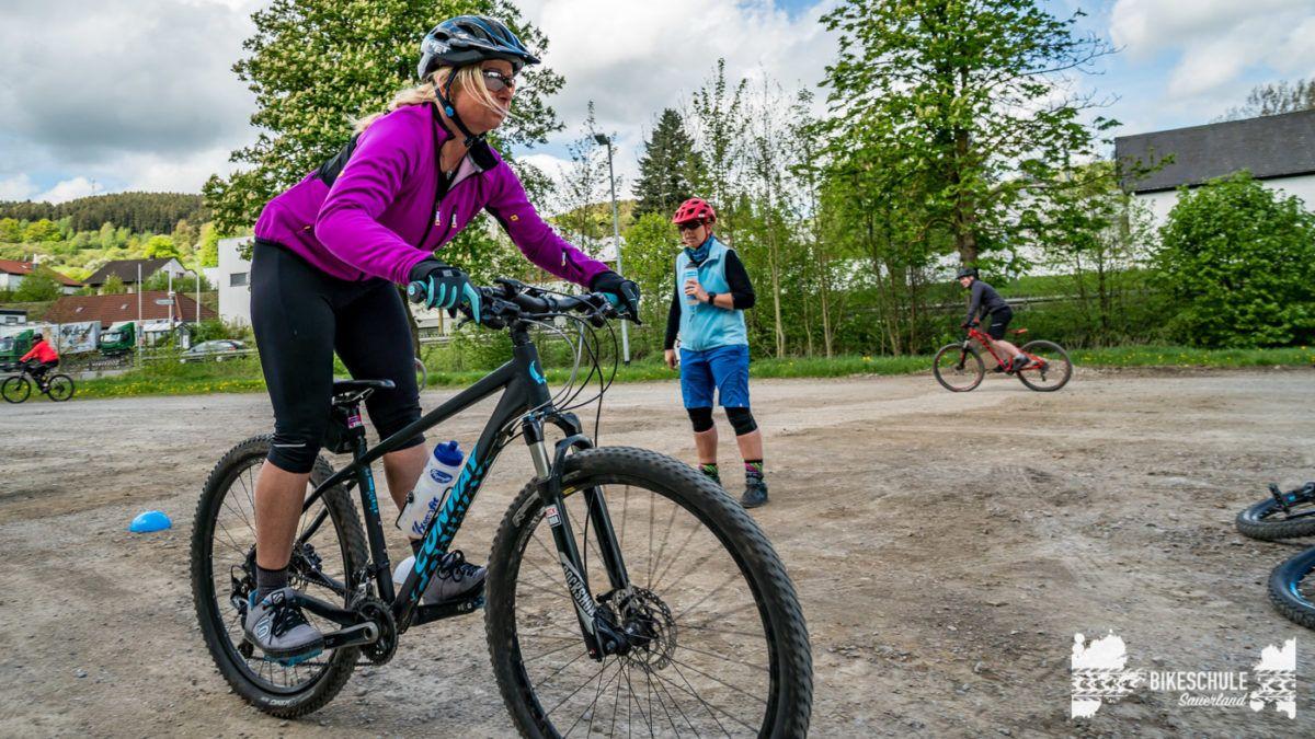 bikecamp-ladies-only-bikeschule-sauerland-fahrtechnik-042018-92