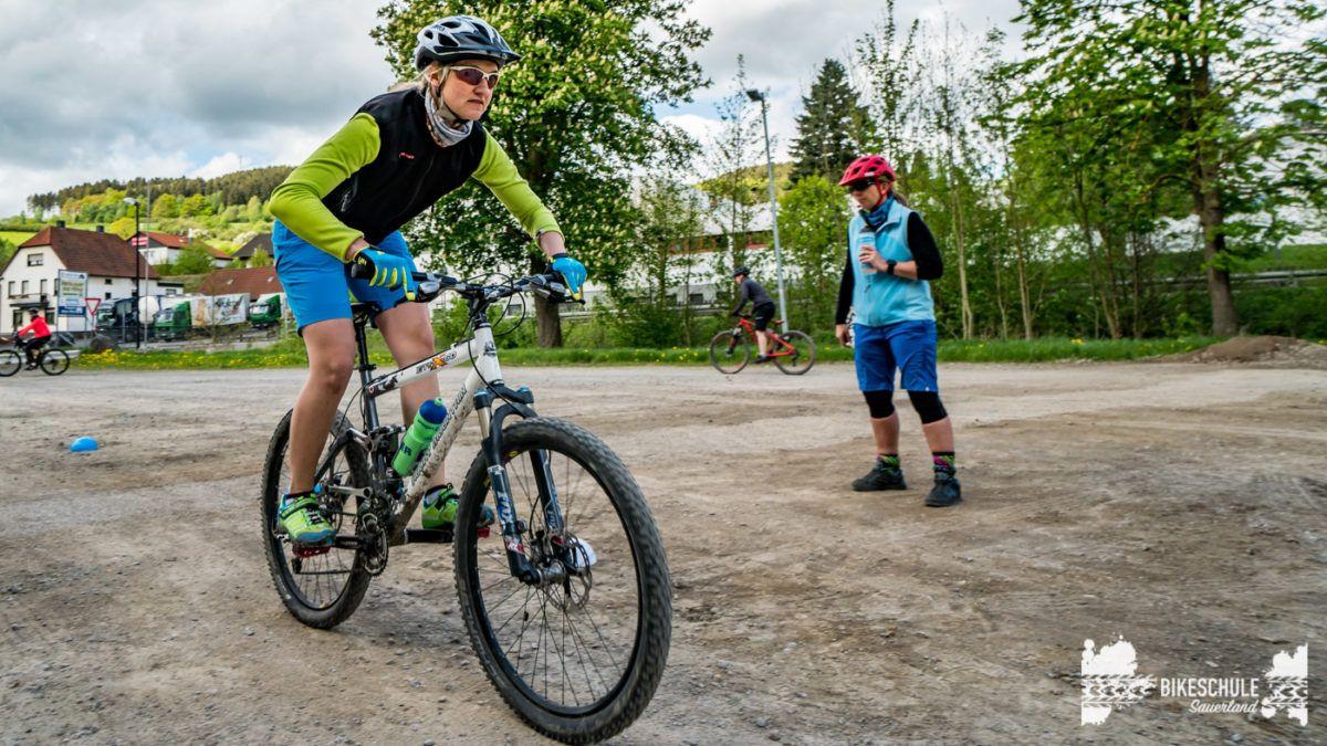 bikecamp-ladies-only-bikeschule-sauerland-fahrtechnik-042018-93