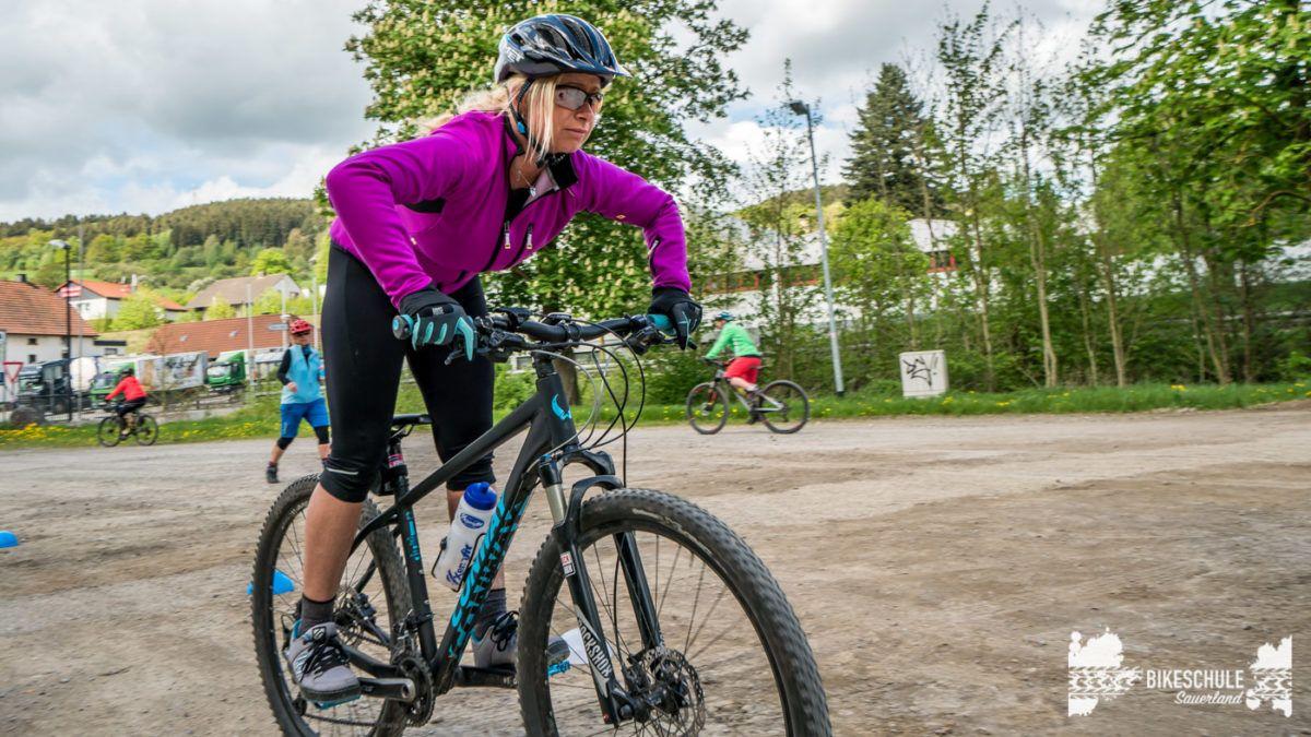 bikecamp-ladies-only-bikeschule-sauerland-fahrtechnik-042018-98