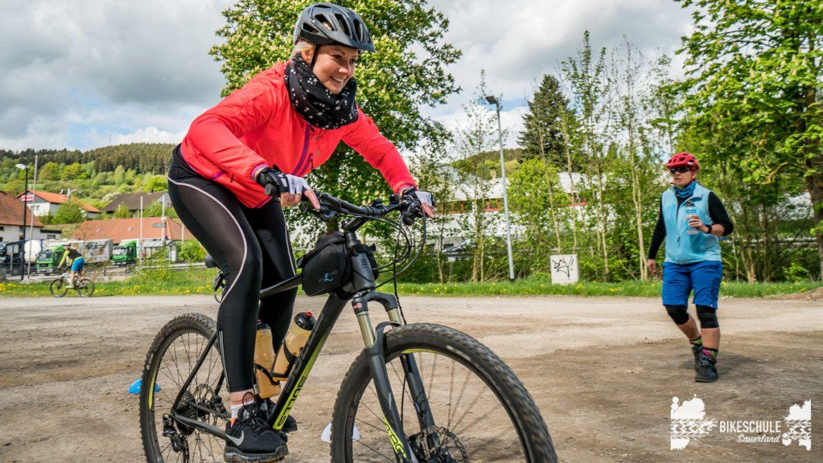 bikecamp-ladies-only-bikeschule-sauerland-fahrtechnik-042018-99