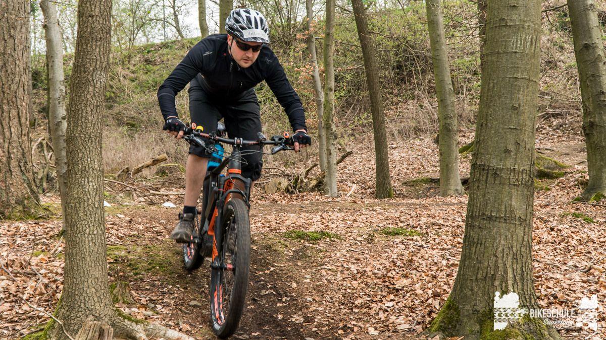 e-bike-mountainbike-fahrtechnik-042018-bikeschule-sauerland-50